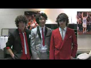 Jonas brothers-Band in a bus