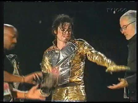 מייקל ג'קסון- (Wanna Be Startin' Somethin' ('HIStory' Live in Gothenburg 1997'